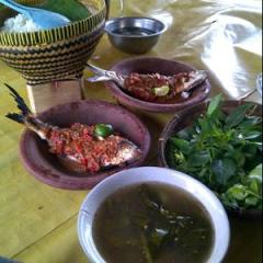 Pecak bandeng (makananaslibanten.blogspot.com)